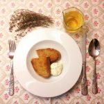 Sopa de tomillo y huevo escalfado