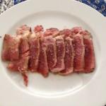 Tataki de filet de bou amb oli de tòfona