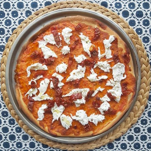 Pizza de burrata i tomàquet sec