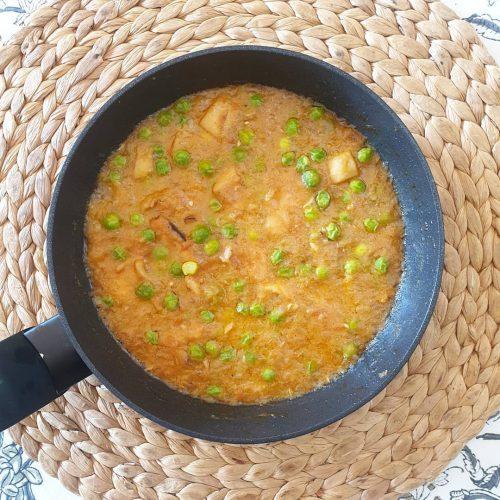 Sípia amb pèsols (amb tomàquet)
