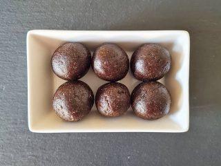 Bolas energéticas de cacao o algarroba